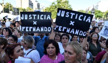 A crowd gathers in Congress to ask for justice for Fernando