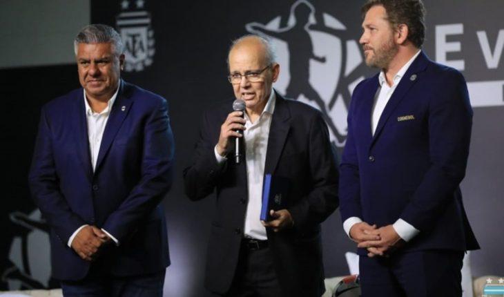 AFA honored Alejandro Sabella on his return to the Ezeiza Siege
