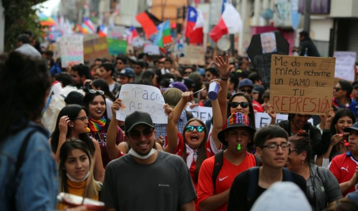 Cadem: 91% of Chileans believe mass demonstrations could return in March