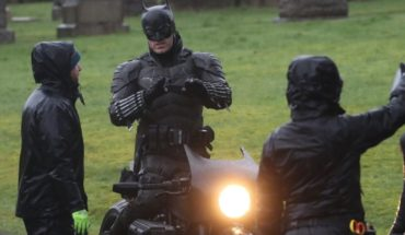 "First images of ""The Batman"": new suit and a motorcycle accident"