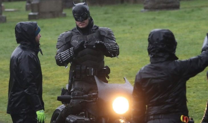 """First images of """"The Batman"""": new suit and a motorcycle accident"""