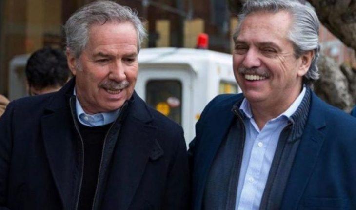 "From ""Chacho"" Alvarez to Scioli: government-appointed ambassadors exhibit"