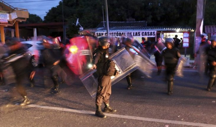Police officers who allegedly tortured indigenous people in Chiapas investigate