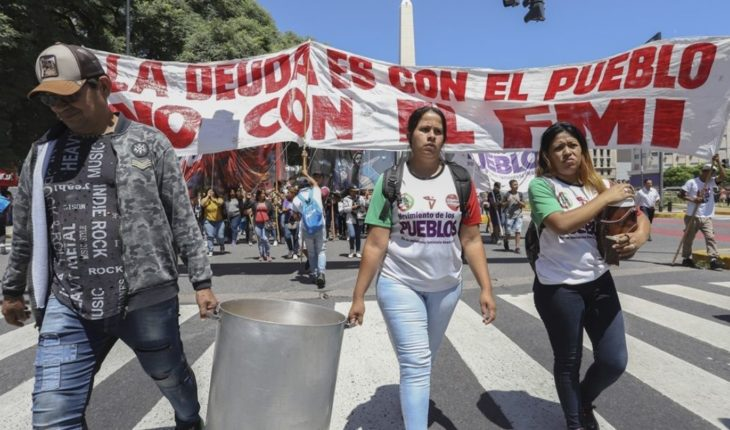 Political and trade union groups marched against IMF presence