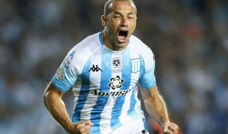 Racing beat Independiente 1-0 and stayed with the Avellaneda classic