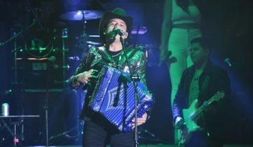 Remmy Valenzuela offers various repertoire at the start of the Mazatlan Carnival