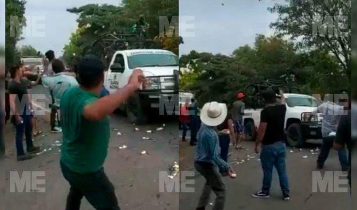 "Villagers welcome ""huevazos"" to National Guard in Cenobio Moreno, Apatzingán (Video)"