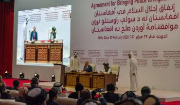Firma del acuerdo de Doha (29 de febrero) con la participación de Mike Pompeo (secretario de Estado de EEUU), Zalmay Khalilzad (enviado especial de EEUU para Afganistán) y el mulá Abdul Ghani Baradar. Foto: Ron Przysucha / U.S. Department of State (Dominio público). Blog Elcano