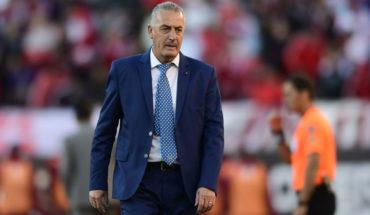 Blanco y Negro descartó a Gustavo Alfaro para tomar el banco de Colo Colo