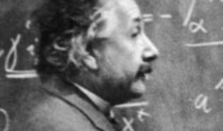 """Christophe Galfard, discípulo de Stephen Hawking: """"La ecuación E=mc² de Albert Einstein le dio forma a todo el siglo XX"""""""