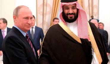 El coronavirus pone fin al idilio petrolero entre Rusia y Arabia Saudí con una guerra de precios. Vladimir Putin (presidente de Rusia) y Mohamed bin Salman (príncipe heredero de Arabia Saudí) durante un encuentro en Moscú en 2017. Foto: Kremlin.ru (CC BY 4.0). Blog Elcano