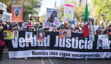 Familiares de víctimas reclaman a AMLO saludo a madre del Chapo