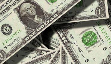 Peso mexicano se deprecia; el dólar está a 24 pesos