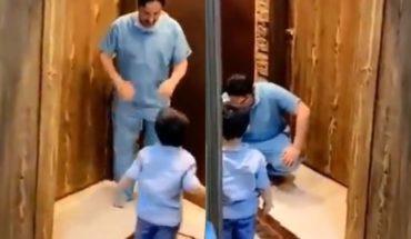 Video: el llanto de un médico al no poder abrazar a su hijo ante el coronavirus