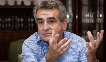 """Agustín Rossi: """"we are going to produce 1000 litres of gel alcohol per day"""""""