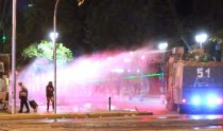 Barricades and rants were recorded at different points in Santiago on Wednesday night