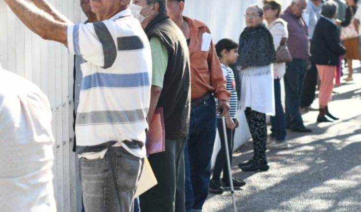 Culiacan seniors collect welfare supports