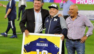 Pure emotion: La Bombonera honored Diego Maradona