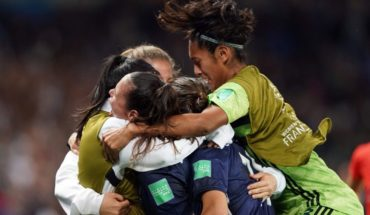 The world of women's football united their languages to ask for women's rights