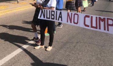 Torch Peasant takes road Los Mochis-El Fuerte