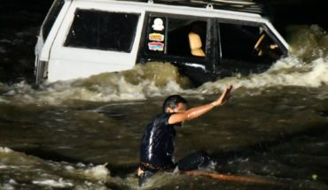 Young people get caught in the stream in Ayuné