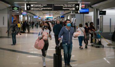 Efectos del COVID-19 en el turismo internacional. Pasajeros con mascarillas en el Aeropuerto Internacional Hartsfield-Jackson de Atlanta. Foto: Chad Davis (Wikimedia Commons / CC BY-SA 2.0). Blog Elcano