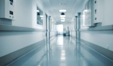 AMLO acuerda con hospitales privados que brinden 50% de sus camas