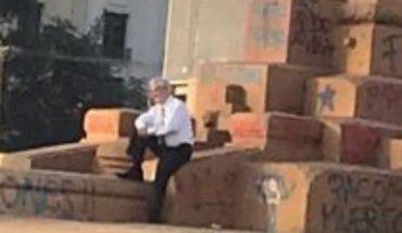 """Carlos Peña hace trizas a Piñera: foto en Plaza de la Dignidad """"no tiene otra explicación que un narcisismo cercano a lo maligno"""""""