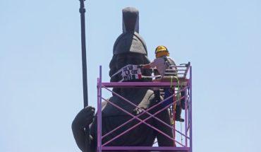 Le ponen cubrebocas a La Minerva en Guadalajara
