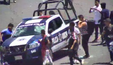 Policías y comerciantes de Valle de Chalco se enfrentan (Video)