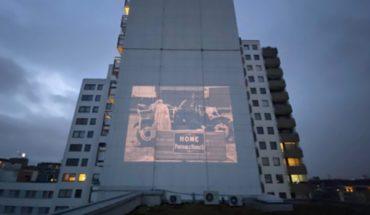 Proyectan películas en las fachadas de los edificios en Berlín