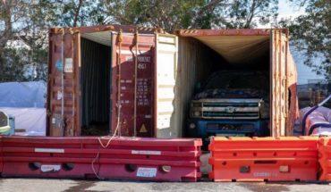 Recuperan dos camionetas que pasaron 22 meses sumergidas en el océano