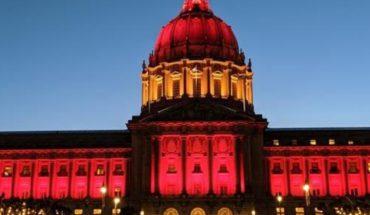 San Francisco ilumina el Ayuntamiento con la bandera de España por Covid-19