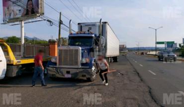 Se registra choque entre tráiler y 2 autos en la Calzada La Huerta, en Morelia