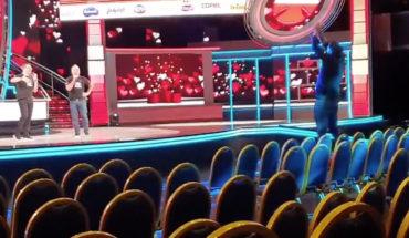 [VIDEO] Así celebró en un teatro vacío Cristián de la Fuente el cómputo que dejó a la Teletón a mil millones de la meta