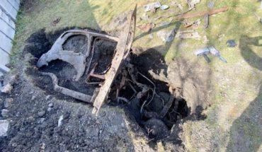 VIDEO VIRAL: Hombre encuentra un auto enterrado en su jardín