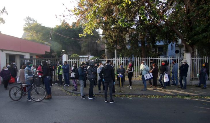 Large crowding of people occurred at Felix Bulnes Hospital for drug recall