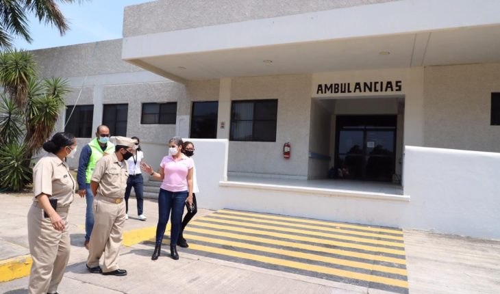 Reports that the Naval Hospital of Lazaro Cardenas is being prepared for COVID-19 care
