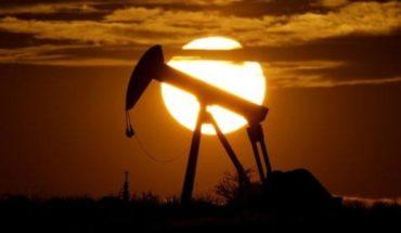 U.S. crude oil price falls nearly 20%, below $15 a barrel