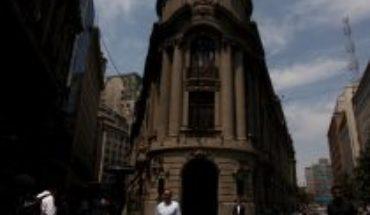 Bolsa de Santiago cierra en rojo tras anuncio de cuarentena total en gran parte de la capital