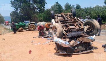 Camioneta con trabajadores de aguacate chocó contra tractor, en Tingambato