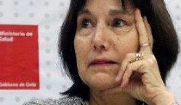 Ex funcionarios de la Salud de la administración Bachelet insisten en un cambio de estrategia para enfrentar la pandemia del COVID-19