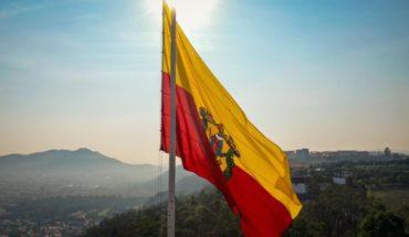 Izan bandera monumental del escudo de Morelia por el 479 Aniversario de la ciudad