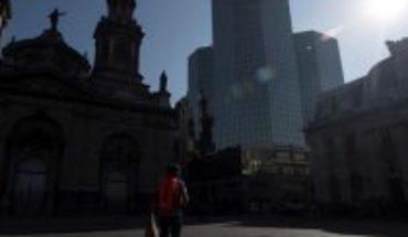"""La cuarentena del Gran Santiago en la mirada de la prensa internacional: destacan el cambio de guión del Gobierno ante un """"panorama sombrío"""""""