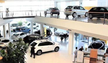 Los concesionarios acumulan alrededor de 100.000 autos 0km