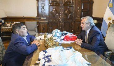 Maradona bancó a Guzmán y Fernández en la renegociación de la deuda