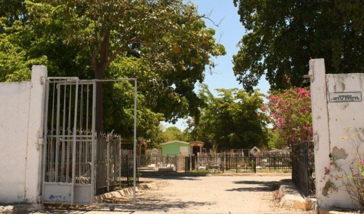 Panteones de Ahome están abiertos, pero siguen los rondines