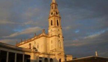 Peregrinos se saltan la seguridad e invaden el santuario de Fátima en Portugal