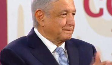 """Por ti"", con canción AMLO despide en La Mañanera a Óscar Chávez (VIDEO)"