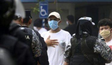 Salvadoreños confinados protestan para exigir resultados de pruebas de coronavirus